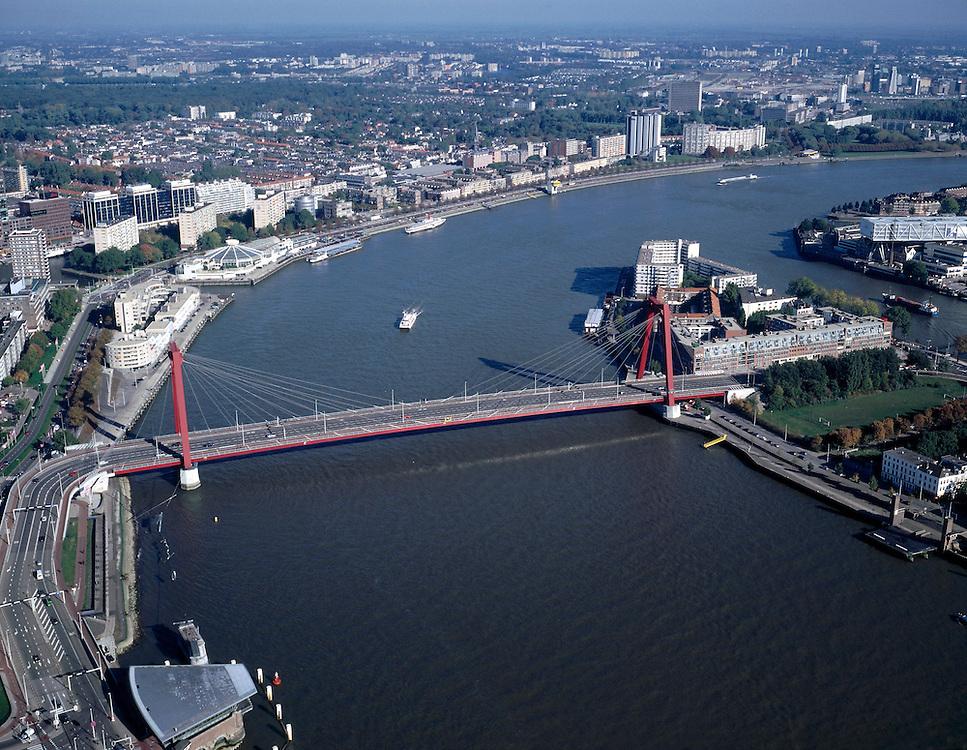 Nederland, Rotterdam, Maasboulevard, 08-03-2002; luchtfoto (25% toeslag); de Willemsbrug over de Nieuwe Maas verbindt het centrum van Rotterdam met het Noordereiland..(zie ook andere luchtfoto'svan deze lokaties)..Foto Siebe Swart