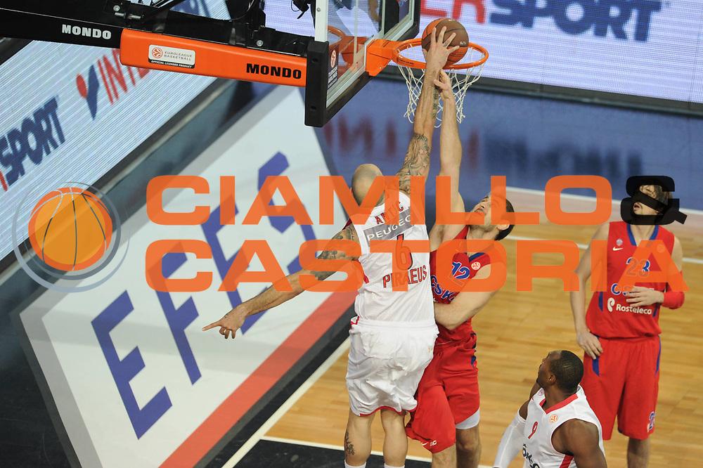 DESCRIZIONE : Istanbul Eurolega Eurolegue 2011-12 Final Four Finale Final CSKA Moscow Olympiacos<br /> GIOCATORE : Pero Antic<br /> SQUADRA : Olympiakos<br /> CATEGORIA : schiacciata<br /> EVENTO : Eurolega 2011-2012<br /> GARA : CSKA Moscow Olympiacos<br /> DATA : 13/05/2012<br /> SPORT : Pallacanestro<br /> AUTORE : Agenzia Ciamillo-Castoria/GiulioCiamillo<br /> Galleria : Eurolega 2011-2012<br /> Fotonotizia : Istanbul Eurolega Eurolegue 2010-11 Final Four Finale Final CSKA Moscow Olympiacos<br /> Predefinita :