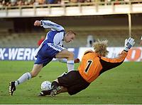v.l. Mikael FORSSELL, Torwart Oliver KAHN<br />WM-Qualifikation<br />Finnland - Deutschland 2:2