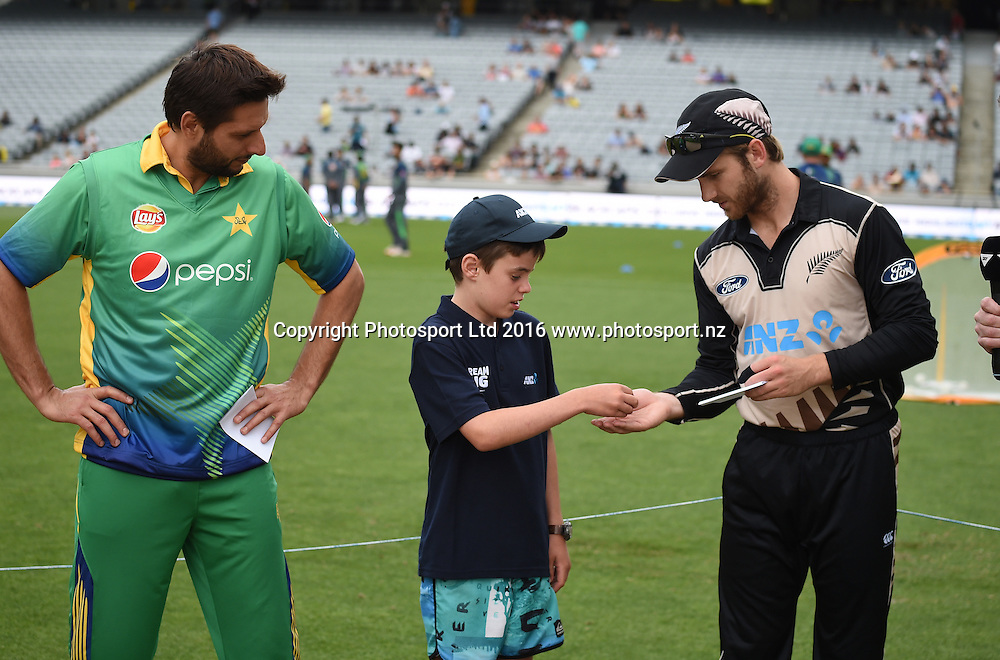 Captains Kane Williamson and Shahid Afridi with the coin toss winner at the Twenty20 match between New Zealand Black Caps and Pakistan at Eden Park in Auckland, New Zealand. Friday 15 January 2016. Copyright photo: Andrew Cornaga / www.photosport.nz