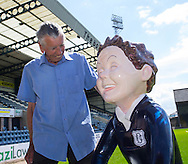Pat Liney, Dundee 1962 League winning keeper admires 'Our Wullie bucket trail entrant 'Oor Bobby' based on Dundee Championship captain  Bobby Cox  at Dens Park<br /> <br />  - &copy; David Young - www.davidyoungphoto.co.uk - email: davidyoungphoto@gmail.com