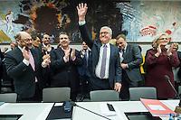 11 FEB 2017, BERLIN/GERMANY:<br /> Martin Schulz, SPD, Kanzlerkandidat, Sigmar Gabriel, SPD, Bundesaussenminister, Frank-Walter Steinmeier, SPD, Kandidat fuer das Amt des Bundespraesidenten, Thomas Oppermann, SPD Fraktionsvorsitzender, Christine Lamprecht, SPD, 1. Parl. Gesch&auml;ftsf&uuml;herin, (v.L.n.R.), vor Beginn der SPD Fraktionssitzung am Vortag der Bundesversammlung, Reichstagsgebaeude, Deutscher Bundestag<br /> IMAGE: 20170211-02-029<br /> KEYWORDS: Applaus, applaudieren, klatschen