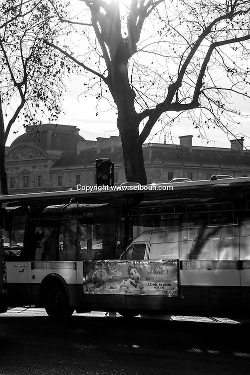 France. Paris. 1st district. quai de la Megisserie , and the conciergerie