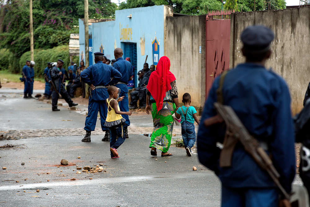 Burunsi/Bujumbura 2015-05-08<br /> Police patrol the streets of Bujumbura where violent street protests took place during the spring of 2015.