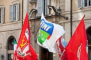 Roma 5 Aprile 2010.Democrazia Day .Sit-in del Popolo viola in Piazza Montecitorio «contro le leggi ad personam», organizzata in concomitanza col voto in Aula sul conflitto di attribuzione.La bandiera di Futuro e Liberta' il partito di Gianfranco Fini con le bandiere della Federazione della Sinstra