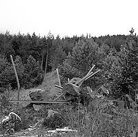 Gammelt skrot ved Ellingsøy vannverk i Ålesund kommune.<br /> Foto: Svein Ove Ekornesvåg