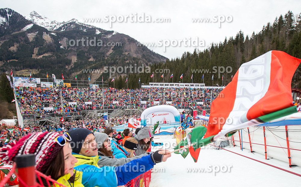 28.02.2016, Hannes Trinkl Rennstrecke, Hinterstoder, AUT, FIS Weltcup Ski Alpin, Hinterstoder, Riesenslalom, Herren, 2. Lauf, im Bild Besucher // Vistitors after men's Giant Slalom of Hinterstoder FIS Ski Alpine World Cup at the Hannes Trinkl Rennstrecke in Hinterstoder, Austria on 2016/02/28. EXPA Pictures © 2016, PhotoCredit: EXPA/ Johann Groder