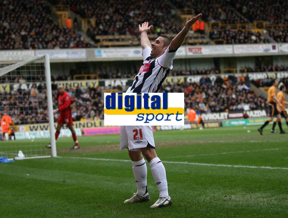 Photo: Rich Eaton.<br /> <br /> Wolverhampton Wanderers v West Bromwich Albion. The FA Cup. 28/01/2007. West Broms Kevin Phillips celebrates scoring early in the second half to make the score 2-0