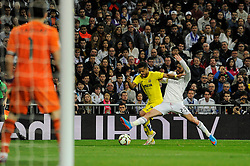 01.03.2015, Estadio Santiago Bernabeu, Madrid, ESP, Primera Division, Real Madrid vs FC Villarreal, 25. Runde, im Bild Real Madrid´s Isco and Villarreal CF´s Giovani Dos Santos // during the Spanish Primera Division 25th round match between Real Madrid CF and Villarreal at the Estadio Santiago Bernabeu in Madrid, Spain on 2015/03/01. EXPA Pictures © 2015, PhotoCredit: EXPA/ Alterphotos/ Luis Fernandez<br /> <br /> *****ATTENTION - OUT of ESP, SUI*****
