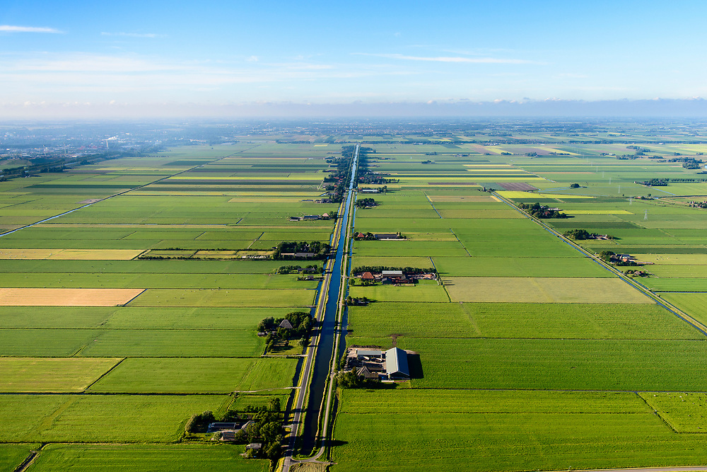 Nederland, Noord-Holland, Gemeente Alkmaar, 13-06-2017; Schermer en Zuid-Schermer, ter hoogte van Noordhollandsch kanaal. Zicht op Zuidervaart.<br /> Polder Schermer, reclaimed land.<br /> luchtfoto (toeslag op standard tarieven);<br /> aerial photo (additional fee required);<br /> copyright foto/photo Siebe Swart