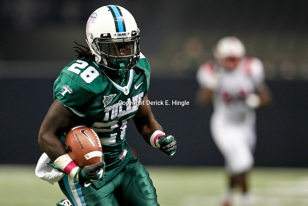 October 13, 2012; New Orleans, LA, USA;  Tulane Green Wave running back Robert Kelley (28) runs for a touchdown against the SMU Mustangs during the first quarter of a game at the Mercedes-Benz Superdome.  Mandatory Credit: Derick E. Hingle-US PRESSWIRE