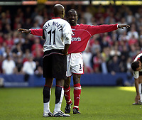 Foto: Digitalsport<br /> NORWAY ONLY<br /> Picture: Henry Browne.<br /> Date: 24/04/2004.<br /> Fulham v Charlton Athletic FA Barclaycard Premiership.<br /> <br /> Chris Powell of Charlton shows Luis Boa Morte how he's going to celebrate if he scores.