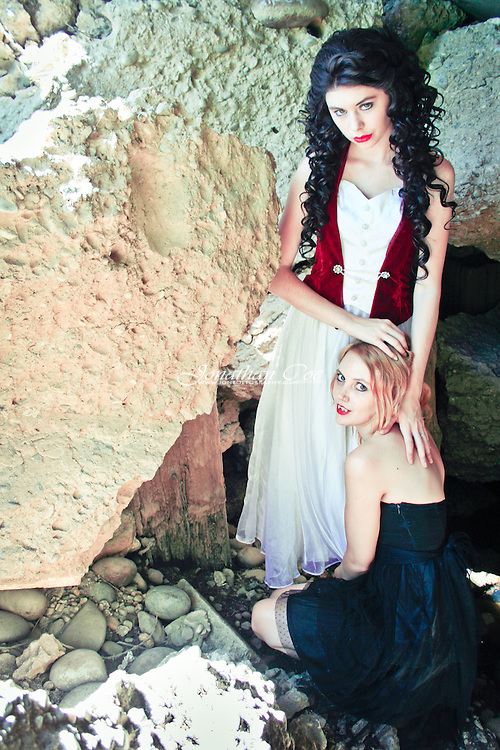 Model: Jessie James Hollywood &amp; Bree Stephens / The Burning Rose<br />