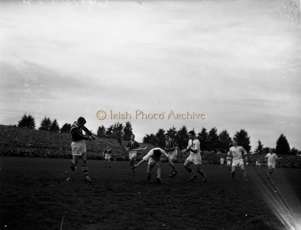 25/10/1959<br /> 10/25/1959<br /> 25 October 1959<br /> The first round of National League Hurling at Kilkenny: Waterford v Kilkenny.