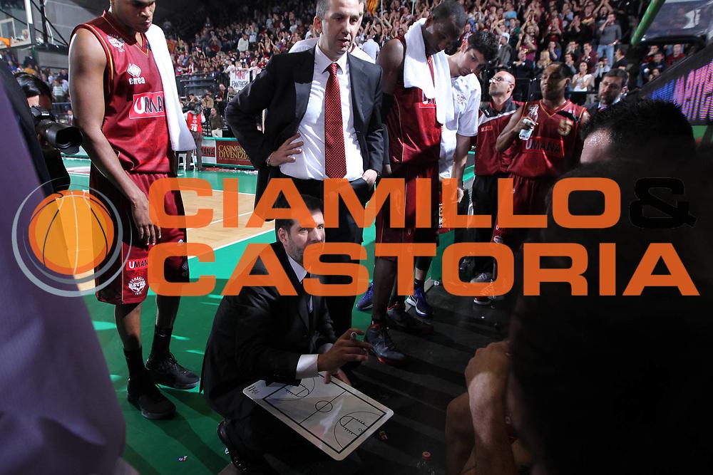DESCRIZIONE : Treviso Lega A 2011-12 Umana Venezia EA7 Emporio Armani Milano<br /> GIOCATORE : Mazzon Andrea Coach <br /> SQUADRA : Umana Venezia EA7 Emporio Armani Milano<br /> EVENTO : Campionato Lega A 2011-2012 <br /> GARA : Umana Venezia EA7 Emporio Armani Milano<br /> DATA : 11/12/2011<br /> CATEGORIA : Time Out<br /> SPORT : Pallacanestro <br /> AUTORE : Agenzia Ciamillo-Castoria/G.Contessa<br /> Galleria : Lega Basket A 2011-2012 <br /> Fotonotizia : Treviso Lega A 2011-12 Umana Venezia EA7 Emporio Armani Milano<br /> Predfinita :