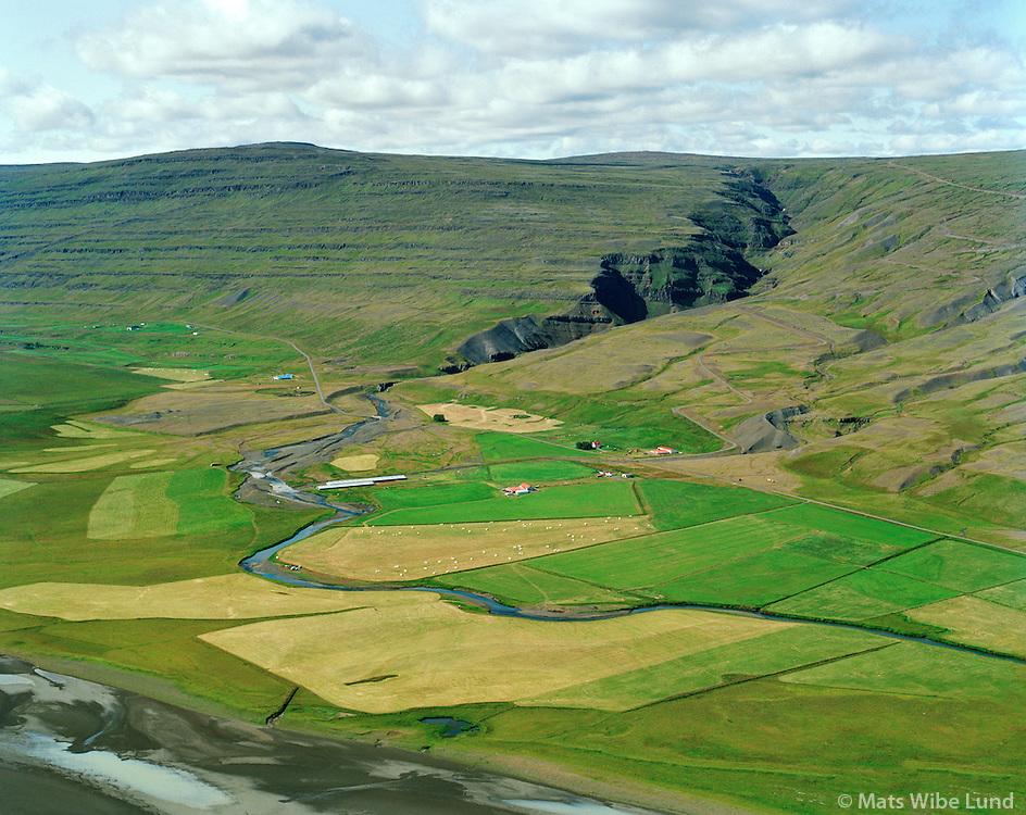Litlagrund, Bessastaðir og Eyrarland séð til suðvesturs, Fljótsdalshreppur / Litlagrund, Bessastadir and Eyrarland bviewing southwest, Fljotsdalshreppur.