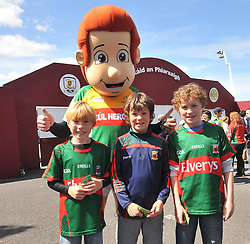 Mayo Supporters Finn and Hugh O' Laughlin with Dylan Walsh from Kilmaine meeting the Cul Heroes mascot at Pearse Stadium before the Connacht Championship semi-final clash.<br /> Pic Conor McKeown