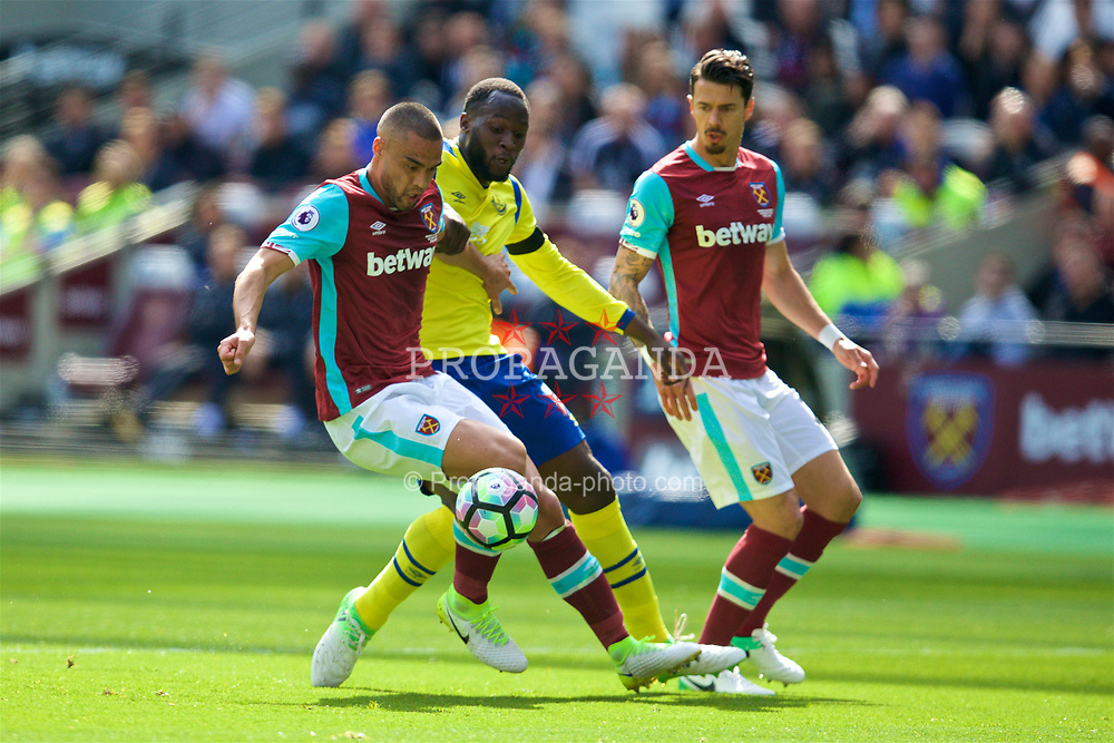 LONDON, ENGLAND - Saturday, April 22, 2017: Everton's Romelu Lukaku in action against West Ham United's Winston Reid during the FA Premier League match at the London Stadium. (Pic by David Rawcliffe/Propaganda)