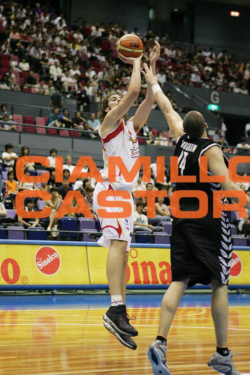 DESCRIZIONE : Hiroshima Giappone Japan Men World Championship 2006 Campionati Mondiali Spain-New Zeland <br /> GIOCATORE : Gasol<br /> SQUADRA : Spain Spagna <br /> EVENTO : Hiroshima Giappone Japan Men World Championship 2006 Campionato Mondiale Spain-New Zeland <br /> GARA : Spain New Zeland Spagna Nuova Zelanda <br /> DATA : 19/08/2006 <br /> CATEGORIA : Tiro<br /> SPORT : Pallacanestro <br /> AUTORE : Agenzia Ciamillo-Castoria/T.Wiedensohler <br /> Galleria : Japan World Championship 2006<br /> Fotonotizia : Hiroshima Giappone Japan Men World Championship 2006 Campionati Mondiali Spain-New Zeland <br /> Predefinita :