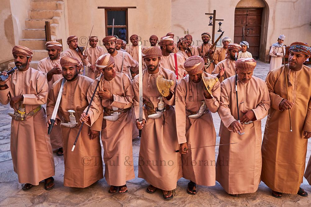 Sultanat d'Oman, gouvernorat de Ad-Dakhiliyah, Nizwa, le fort du XVIIe siècle, danses traditionnelles // Sultanate of Oman, Ad-Dakhiliyah Region, Nizwa, the 17 century fort, traditional dances