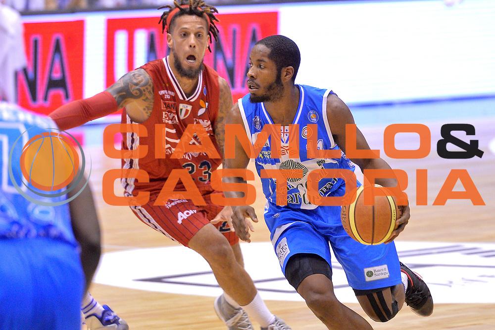 DESCRIZIONE : Milano Lega A 2014-15 EA7 Emporio Armani Milano vs Banco di Sardegna Sassari playoff Semifinale gara 1 <br /> GIOCATORE : Dyson Jerome<br /> CATEGORIA : Palleggio<br /> SQUADRA : Banco di Sardegna Sassari<br /> EVENTO : PlayOff Semifinale gara 1<br /> GARA : EA7 Emporio Armani Milano vs Banco di Sardegna SassariPlayOff Semifinale Gara 1<br /> DATA : 29/05/2015 <br /> SPORT : Pallacanestro <br /> AUTORE : Agenzia Ciamillo-Castoria/Mancini Ivan<br /> Galleria : Lega Basket A 2014-2015 Fotonotizia : Milano Lega A 2014-15 EA7 Emporio Armani Milano vs Banco di Sardegna Sassari playoff Semifinale  gara 1 Predefinita :