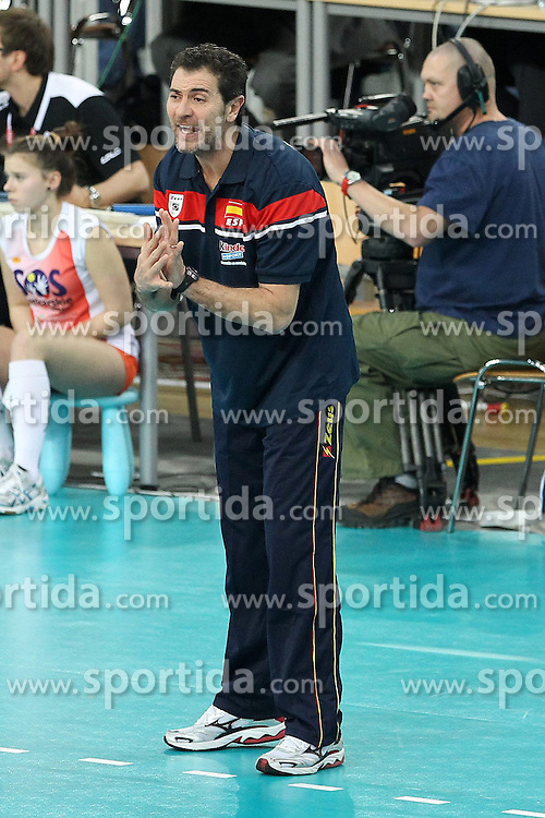 04.01.2014, Atlas Arena, Lotz, POL, FIVB, Damen WM Qualifikation, Polen vs Spanien, im Bild PASCUAL SAURIN TRENER ( HEAD COACH ) SYLWETKA // PASCUAL SAURIN TRENER ( HEAD COACH ) SYLWETKA during the ladies FIVB World Championship qualifying match between Poland and Spain at the Atlas Arena in Lotz, Poland on 2014/01/04. EXPA Pictures &copy; 2014, PhotoCredit: EXPA/ Newspix/ Maciej Goclon<br /> <br /> *****ATTENTION - for AUT, SLO, CRO, SRB, BIH, MAZ, TUR, SUI, SWE only*****