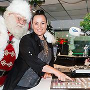 20161003 Trijntje Oosterhuis opent Christmas station
