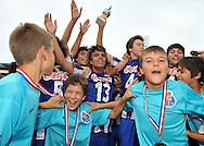 30-08-2008 VOETBAL:AUDAX JEUGDTOERNOOI 2008:TILBURG<br /> De D-pupillen vieren het feestje van grote broer FC Porto vrolijk mee<br /> Foto: Geert van Erven