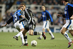 LAURENT ROBERT,MATTIAS ALMEYDA.NEWCASTLE UTD V INTER MILAN.ST JAMES PARK, NEWCASTLE.NEWCASTLE UTD V INTER MILAN.27/11/2002.DIC9764