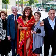 NLD/Rijswijk/20110620 - CD presentatie Patty Brard, Patty en partner Antoine van de Vijver en familie