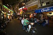 Bao Khanh nightlife. Coffee shops.