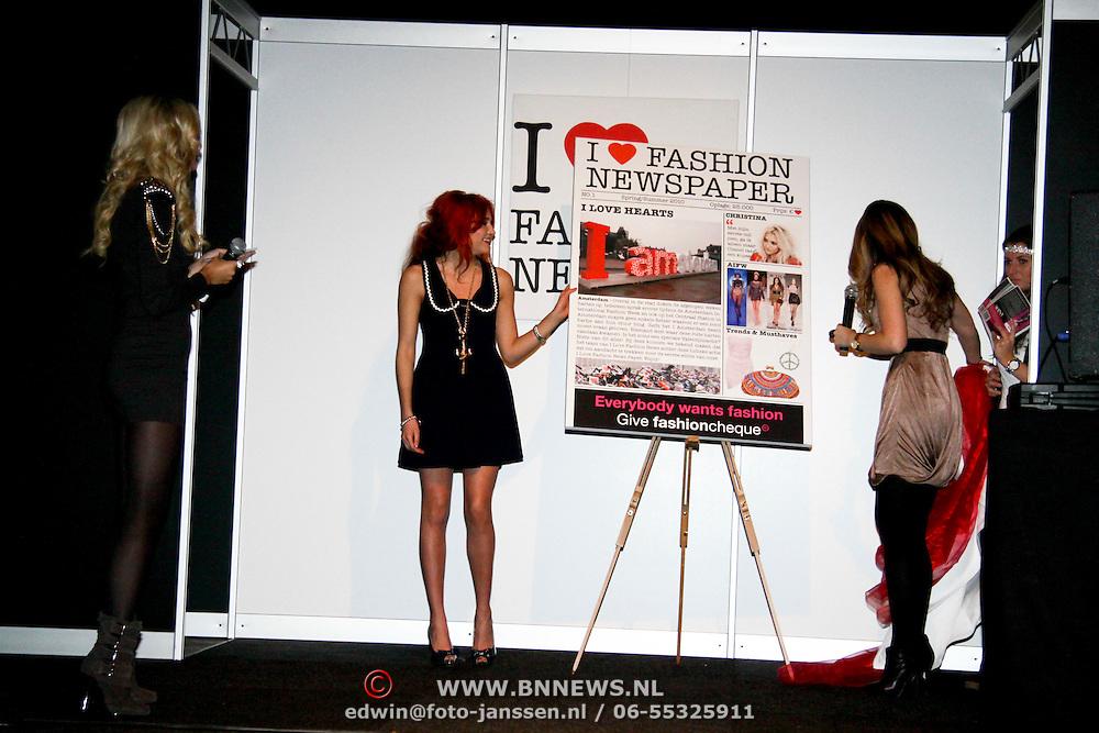 NLD/Amsterdam/20100215 -  inloop verkiezing Miss i Love Fashion, onthulling cover i love fashion newspaper door Christina Curry