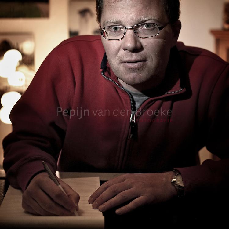 Groningen 20101207. Jeroen Bol is de Groninger deelnemer aan het groot landelijk dictee. foto: Pepijn van den Broeke. kilometers: 23