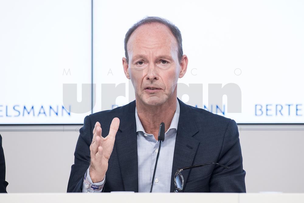 27 MAR 2018, BERLIN/GERMANY:<br /> Thomas Rabe, Vorstandsvorsitzender von Bertelsmann,  Bertelsmann Bilanzpressekonferenz, Konzernrepraesentanz Berlin, Unter den Linden 1<br /> IMAGE: 20180327-01-028