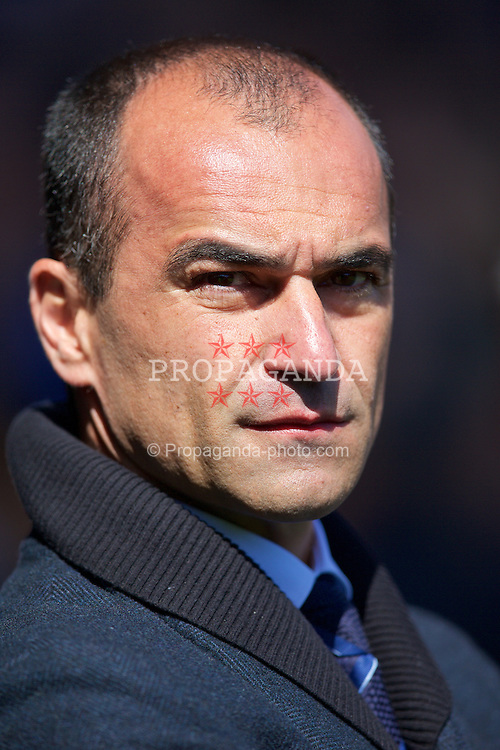 LIVERPOOL, ENGLAND - Sunday, April 26, 2015: Everton's manager Roberto Martinez before the Premier League match against Manchester United at Goodison Park. (Pic by David Rawcliffe/Propaganda)