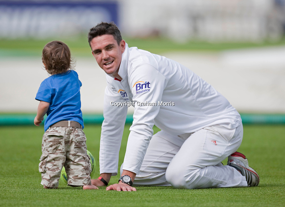 Kevin Pietersen plays with his son Dylan on the pitch after winning the third npower Test Match between England and India at Edgbaston, Birmingham.  Photo: Graham Morris (Tel: +44(0)20 8969 4192 Email: sales@cricketpix.com) 13/08/11