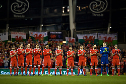 DUBLIN, REPUBLIC OF IRELAND - Friday, March 24, 2017: Wales' players give a minute's applause before the 2018 FIFA World Cup Qualifying Group D match against Republic of Ireland at the Aviva Stadium. (Pic by David Rawcliffe/Propaganda)