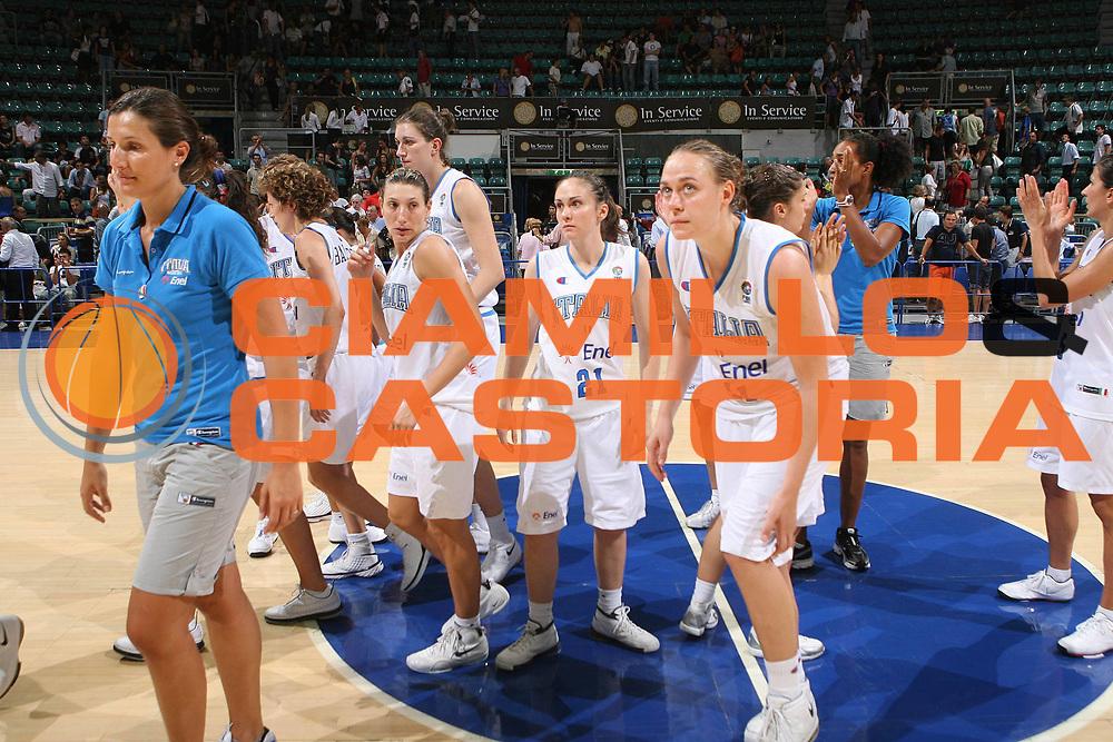 DESCRIZIONE : Bologna Qualificazione Eurobasket Women 2009 Italia Polonia <br /> GIOCATORE : Team Italia <br /> SQUADRA : Nazionale Italia Donne <br /> EVENTO : Raduno Collegiale Nazionale Femminile<br /> GARA : Italia Polonia Italy Poland <br /> DATA : 30/08/2008 <br /> CATEGORIA : delusione <br /> SPORT : Pallacanestro <br /> AUTORE : Agenzia Ciamillo-Castoria/M.Marchi <br /> Galleria : Fip Nazionali 2008 <br /> Fotonotizia : Bologna Qualificazione Eurobasket Women 2009 Italia Polonia <br /> Predefinita :