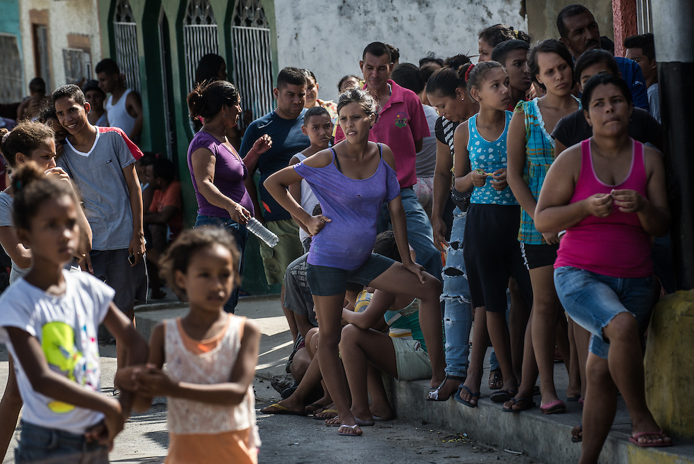 CUMANÁ, VENEZUELA - JUNE 16, 2016: One hundred shoppers waited in line for 5 hours to buy a ration of about a half kilo of bread from a small bakery in Cumaná. Venezuela is convulsing from a raft of violence triggered by hunger. It is the latest chapter of an economic collapse which has left the country neither able to produce its food nor import it from abroad, leaving a nation searching for how to feed itself.  PHOTO: Meridith Kohut for The New York Times