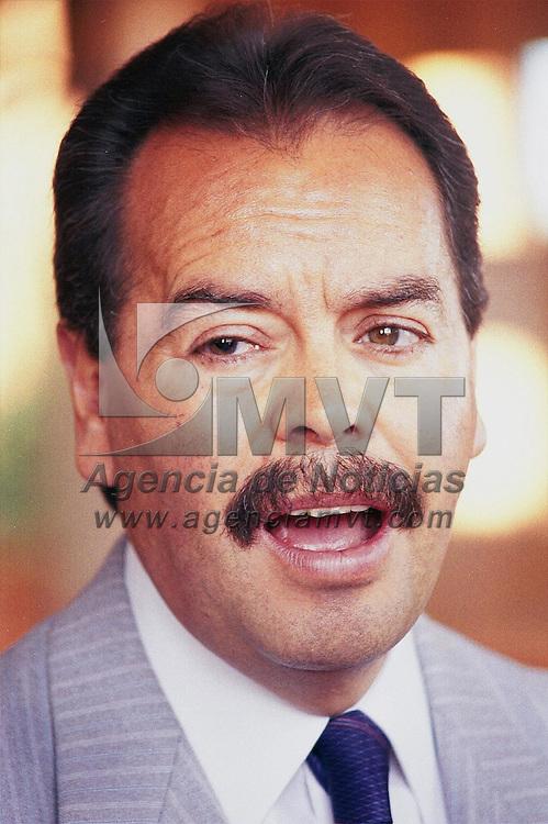 Toluca, M&eacute;x.- Hesiquio Lopez Trevilla, lider de la fraccion independiente en el congreso del estado durante conferencia de prensa sobre la pena de muerte en delitos graves y reincidencias. Agencia MVT / H. Vazquez E. (DIGITAL)<br /> <br /> NO ARCHIVAR - NO ARCHIVE