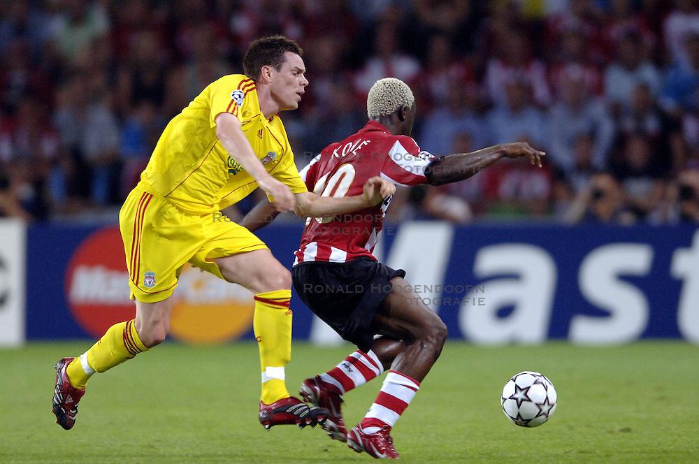 12-09-2006 VOETBAL: CHAMPIONS LEAGUE: PSV - LIVERPOOL: EINDHOVEN<br /> PSV en Liverpool eindigt zoals ze begonnen zijn 0-0 / Steve Finnan en Arouna Kone<br /> &copy;2006-WWW.FOTOHOOGENDOORN.NL