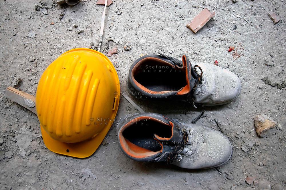 May 2008.Helmet and shoes of a worker on a construction site in Rome   .Elmetto e scarpe  di un lavoratore edile in un cantiere di Roma