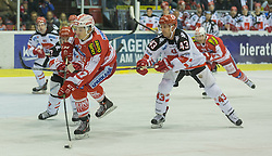 02.10.2015, Stadthalle, Klagenfurt, AUT, EBEL, EC KAC vs HC TWK Innsbruck Die Haie, im Bild Manuel Ganahl (EC KAC, #17), Derek Hahn (HC TWK Innsbruck Die Haie #43)// during the Erste Bank Eishockey League match betweeen EC KAC and HC TWK Innsbruck Die Haie at the City Hall in Klagenfurt, Austria on 2015/190/02. EXPA Pictures © 2015, PhotoCredit: EXPA/ Gert Steinthaler