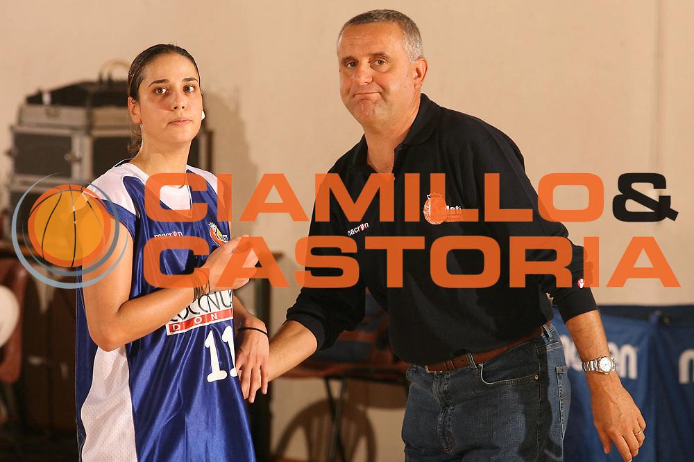 DESCRIZIONE : Cagliari Lega A1 Femminile 2006-07 Prima Giornata Trogylos Priolo Maddaloni Basket <br /> GIOCATORE : Prassa Stravroula Palazzino Francesco <br /> SQUADRA : Maddaloni Basket <br /> EVENTO : Campionato Lega A1 2006-2007 Prima Giornata <br /> GARA : Trogylos Priolo Maddaloni Basket <br /> DATA : 08/10/2006 <br /> CATEGORIA : Ritratto <br /> SPORT : Pallacanestro <br /> AUTORE : Agenzia Ciamillo-Castoria/S.D'Errico
