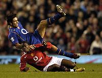 Fotball<br /> Premier League 2004/05<br /> Manchester United v Arsenal<br /> 24. oktober 2004<br /> Foto: Digitalsport<br /> NORWAY ONLY<br /> Louis Saha sends fellow french sub Robert Pires flying