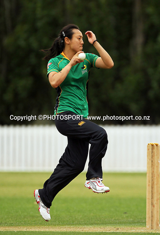 Sandee Hui bowling for Central. Central Hinds v Auckland Hearts. Action Cricket Twenty20, womens cricket match, Lincoln Green, Lincoln University, Thursday 29 December 2011. Photo : Joseph Johnson / photosport.co.nz