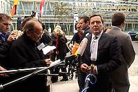 30 SEP 2004, BERLIN/GERMANY:<br /> Gerhard Schroeder, SPD, Bundeskanzler, gibt Journalisten ein kurzes Statement, vor der Friedrich-Ebert-Stiftung, Berliner Forum Wissenschaft und Innovation der Friedrich- Ebert-Stiftung<br /> IMAGE: 20040930-01-007<br /> KEYWORDS: Gerhard Schröder, Kamera, Camera, Mikrofon, microphone, Journalist