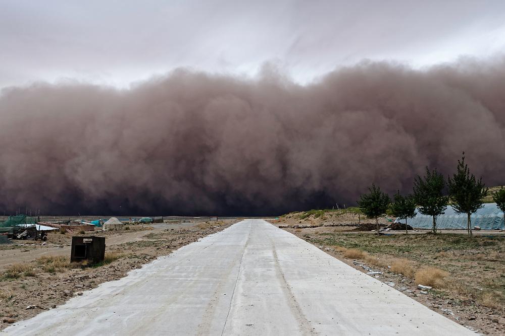 Sand storm, central Inner Mongolia, China. 沙尘暴,内蒙古中部,中国。