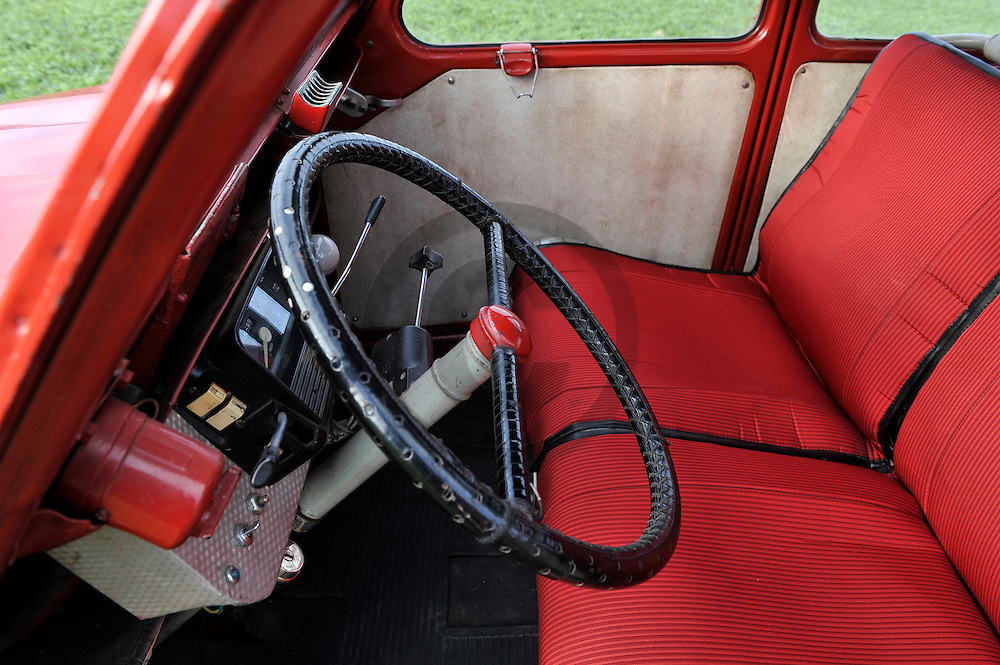 10/12/10 - LE PUY - HAUTE LOIRE - FRANCE - Essais Citroen 2CV de 1954, moteur 375 Ami 6 - Photo Jerome CHABANNE