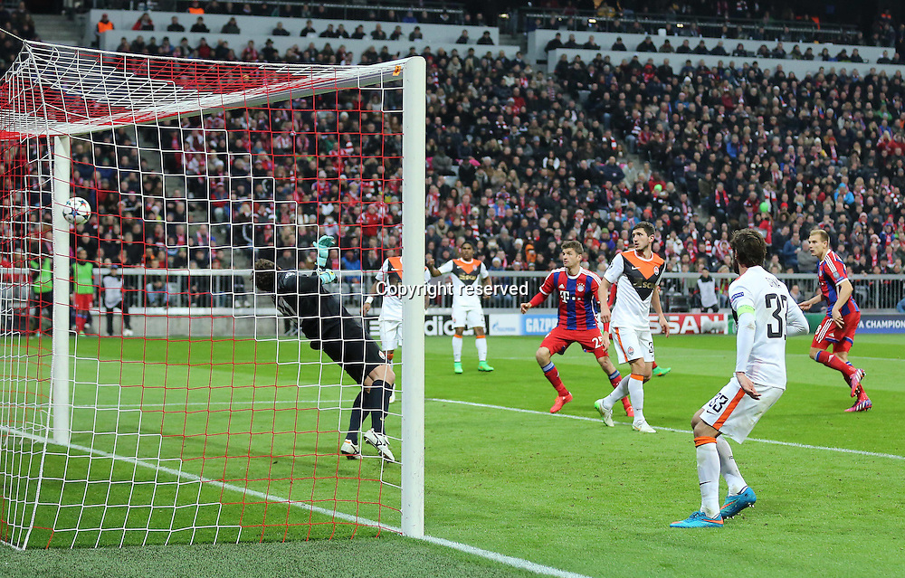 11.03.2015. Allianz Stadium, Munich, Germany. UEFA Champions League football. Bayern Munich versus Shakhtar Donetsk.  Holger Badstuber (FC Bayern Muenchen)  scores to make it 5:0<br />  The game ended 7-0 to Bayern over Shakhtar.